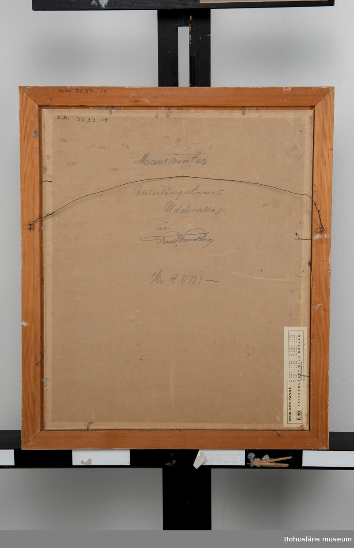 Motiv från Västerlånggatan, Uddevalla. Montering: Ram. Övrig historik se UM70.37.001