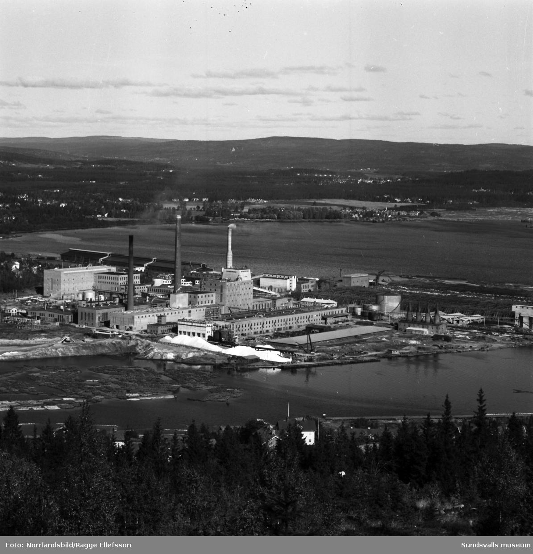 Östrandsfabriken med nya skorstenen. Översiktsvyer tagna från Skönviksberget.