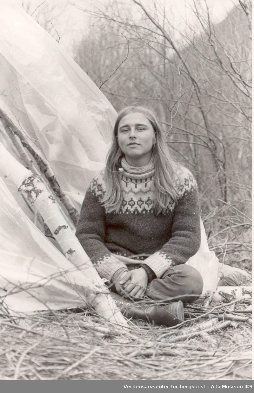 Altasaken. kvinne, lavvo