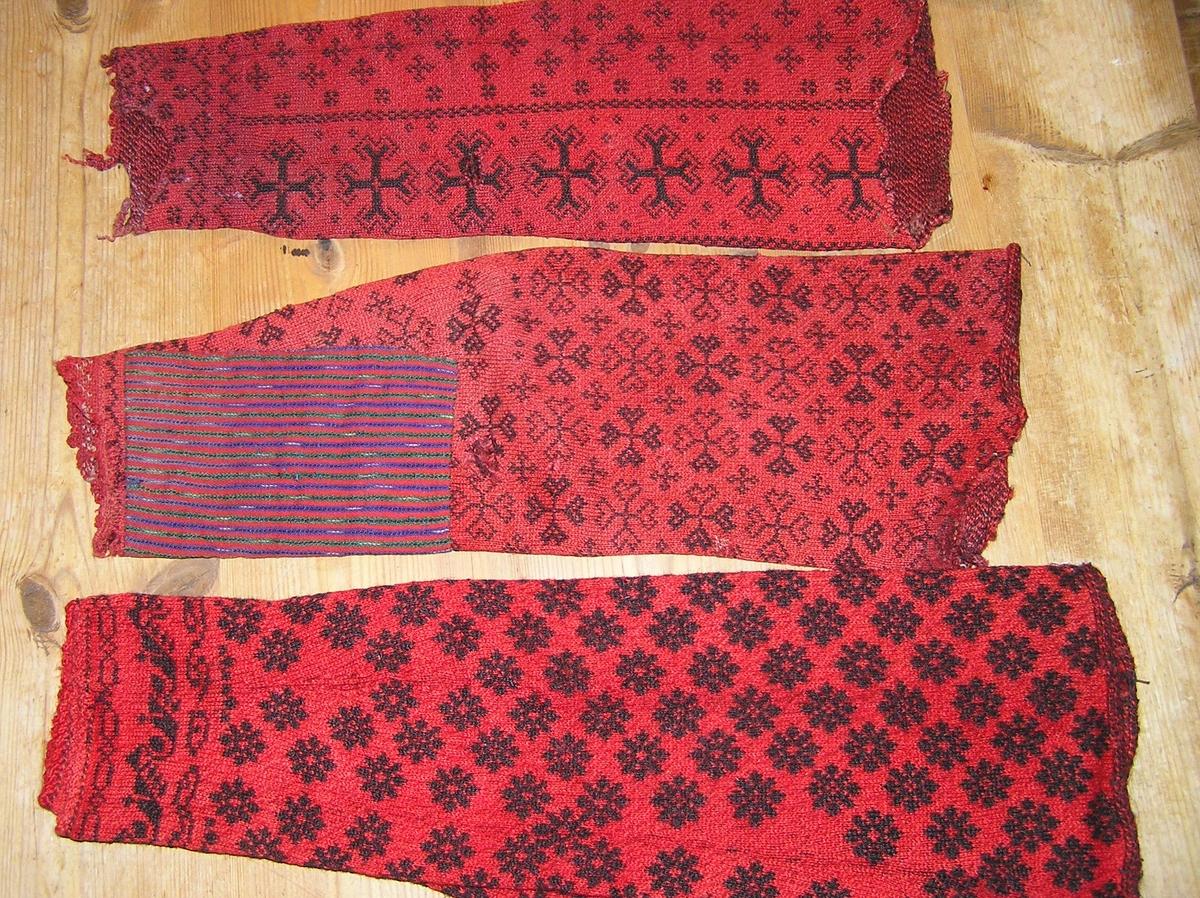 olika ärmar tvåändsstickade, röd botten med svart mönster