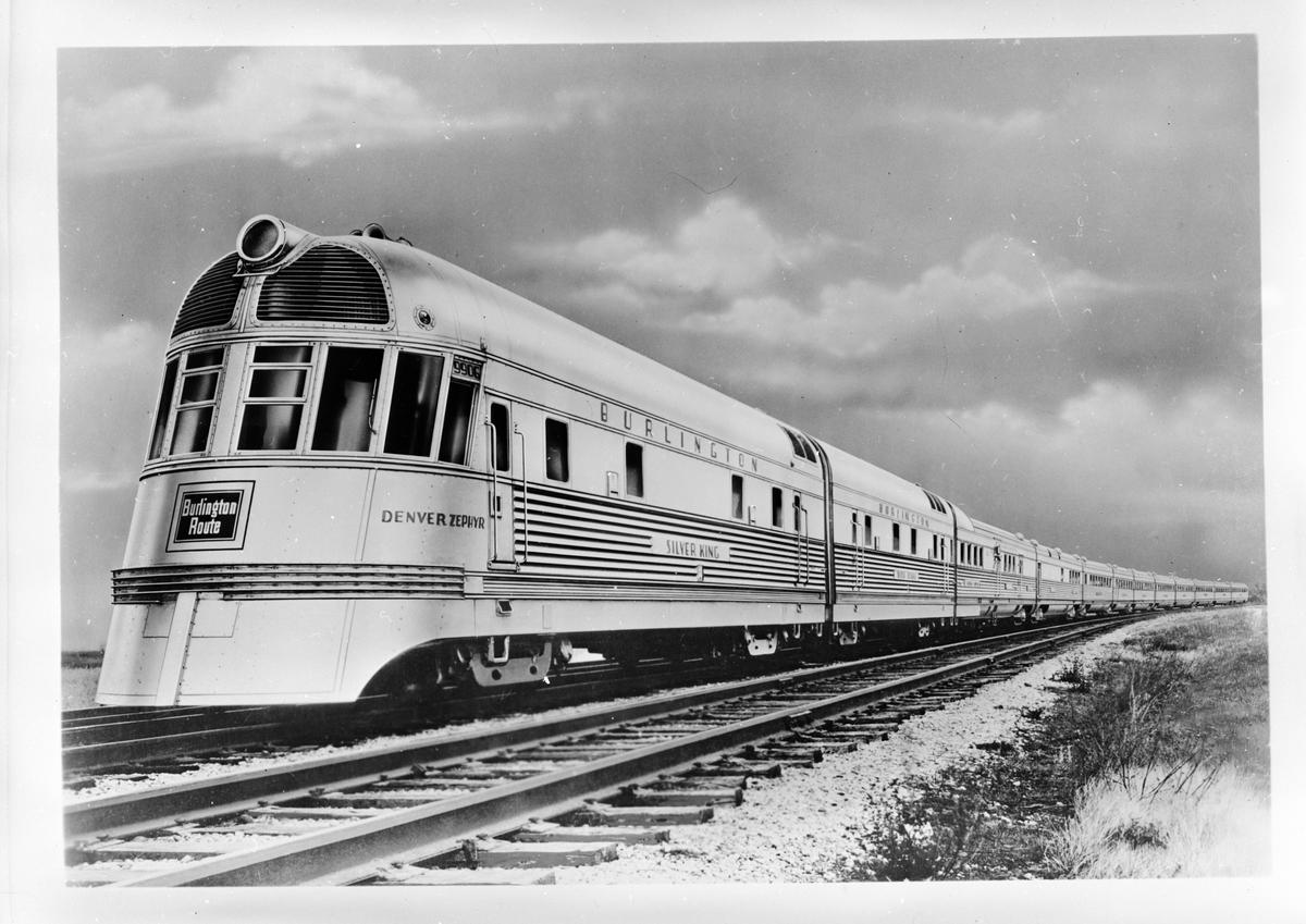 "Chicago, Burlington and Quincy Railroad, CBQ Denver Zephyr persontåg, draget av diesellok CBQ 9906A/B ""Silver King""."