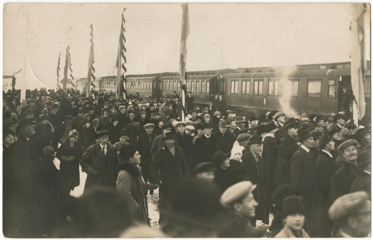 Invigning av Ostkustbanan, vid Gnarp station.
