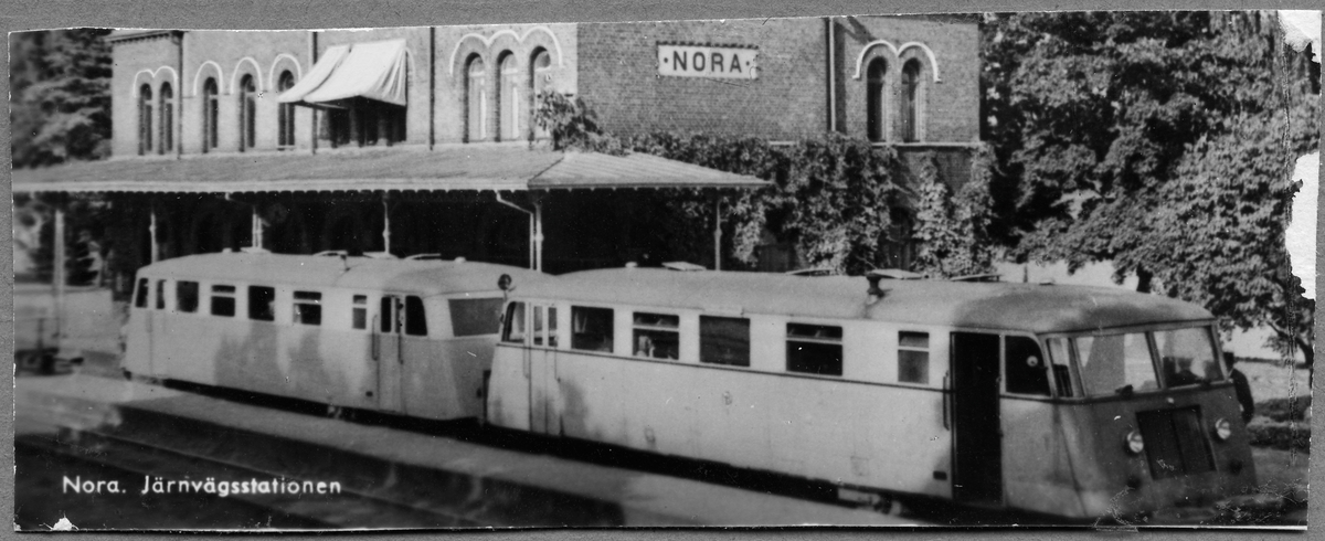 Rälsbuss på Nora station.