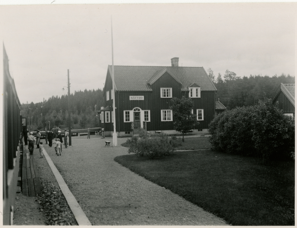 Håll- och lastplats anlagd 1898. Bispår till Vimo ångsågs brädgård.