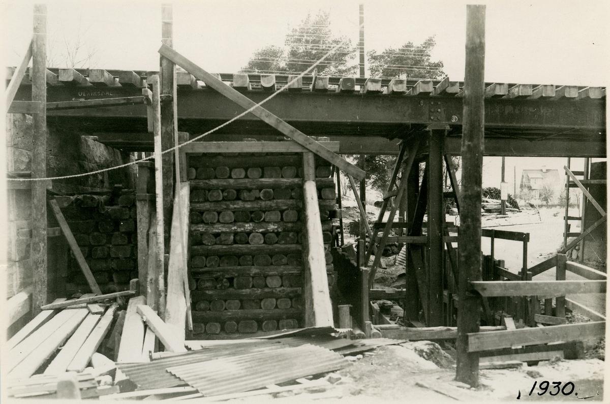 Vägportsbygge vid Pommern. Montering av nya bron.