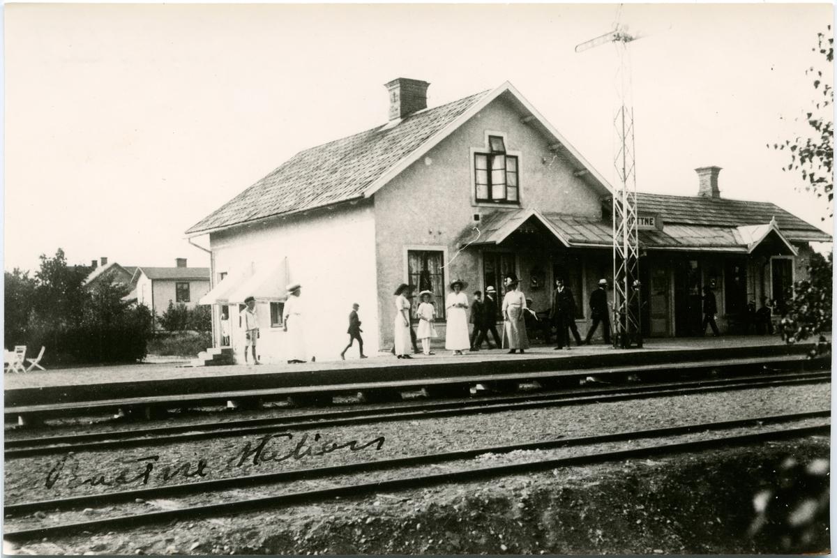 Resande vid Rottne Station.