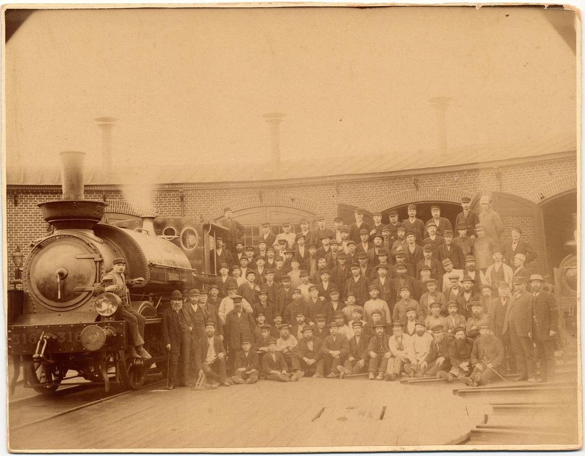 """Statens Järnvägar, SJ Pb 316 """"Lärkan"""".  Loket tillverkat år 1883. Enligt Stig Lundins SJ ånglok."""