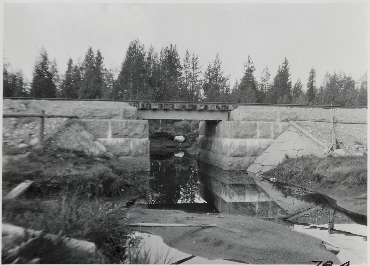 Bro över Granbäcken.