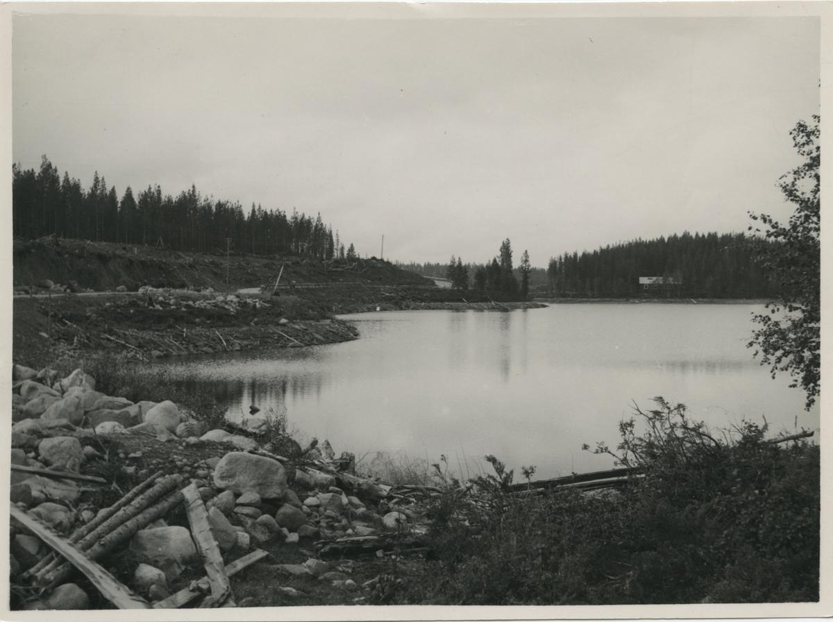 Vy över ban och vägbygget vid Kortaksjön.