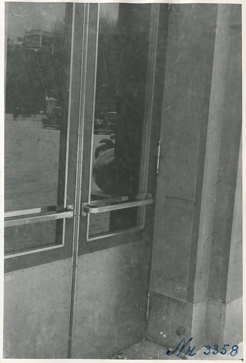 Dörrarna på stationshuset vid Uppsala centralstation.