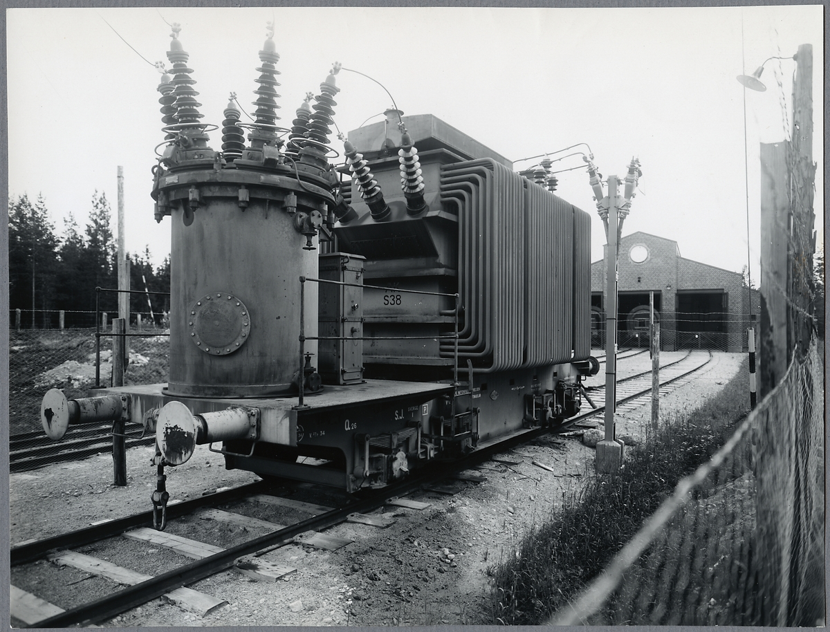 Statens Järnvägar, SJ Q26 transformator och mätvagn. Ort okänd.