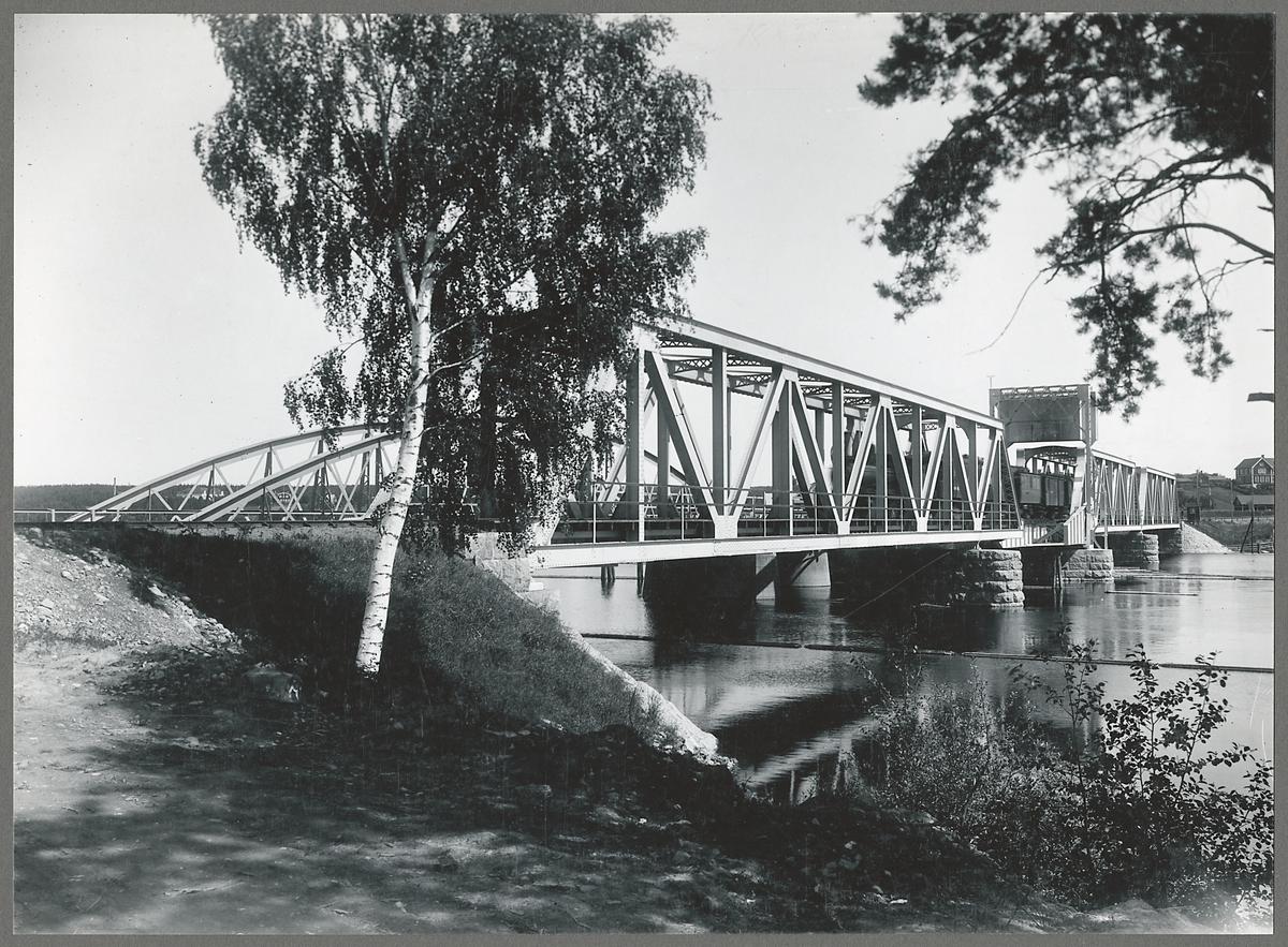 Den nya järnvägsbron över Dalälven vid Mora.