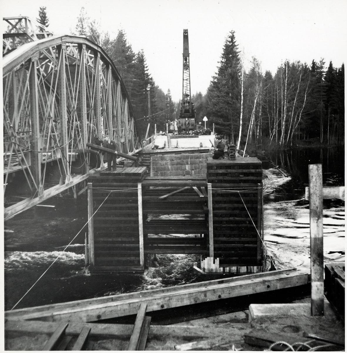 Byte av järnvägsbro på linjen mellan Runemo och Staterna.