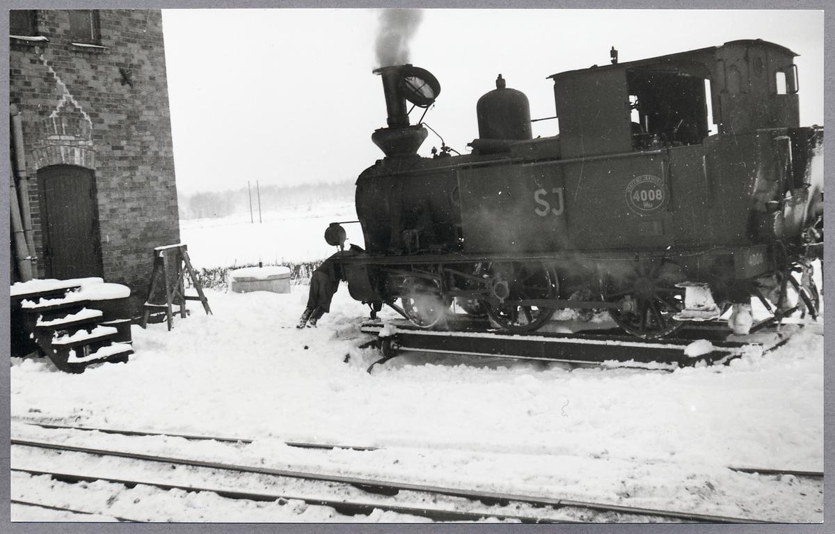 Lokvändning i Sandbäck, sista tåget till Olofström innan nedläggningen. Statens Järnvägar, SJ W6t 4008.