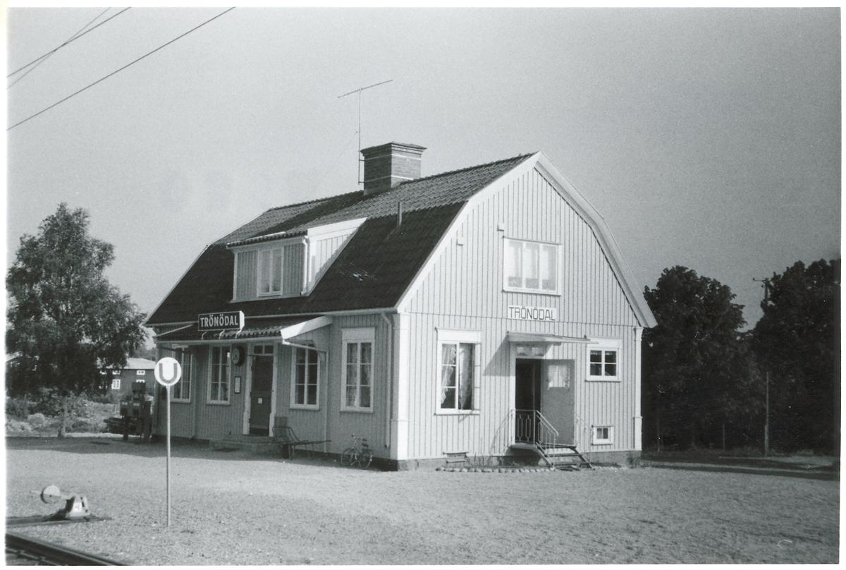 Trönödal station.