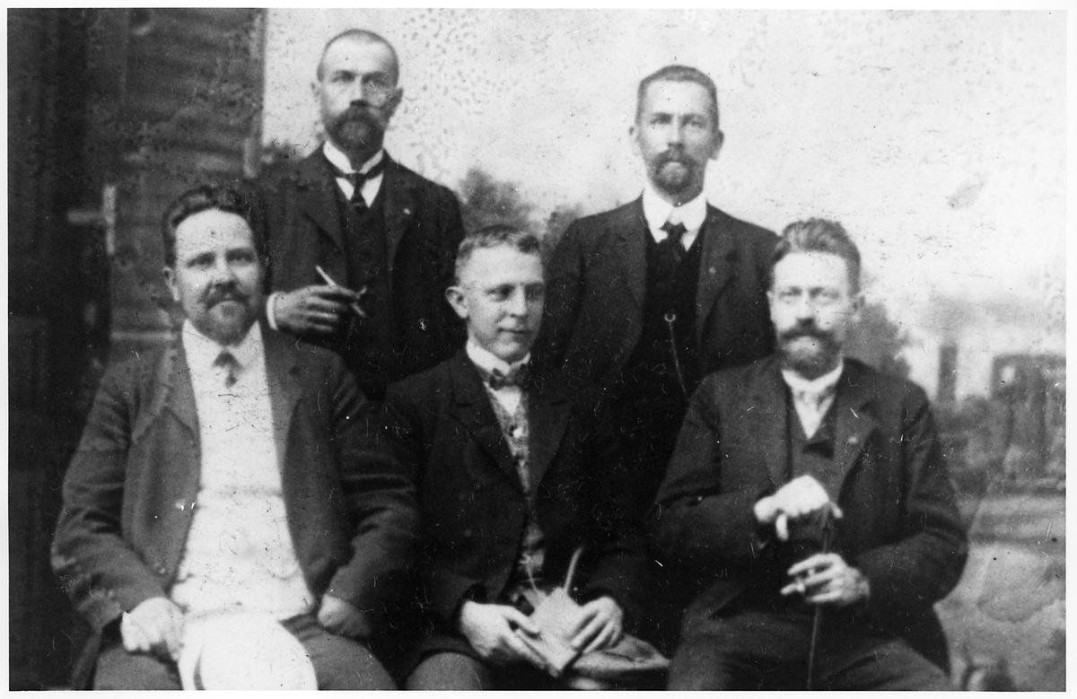 Karl Tirén längst ner till vänster i bild som representant för Järnvägsmannaförbundet vid en internationell facklig kongress i Wien 1908.