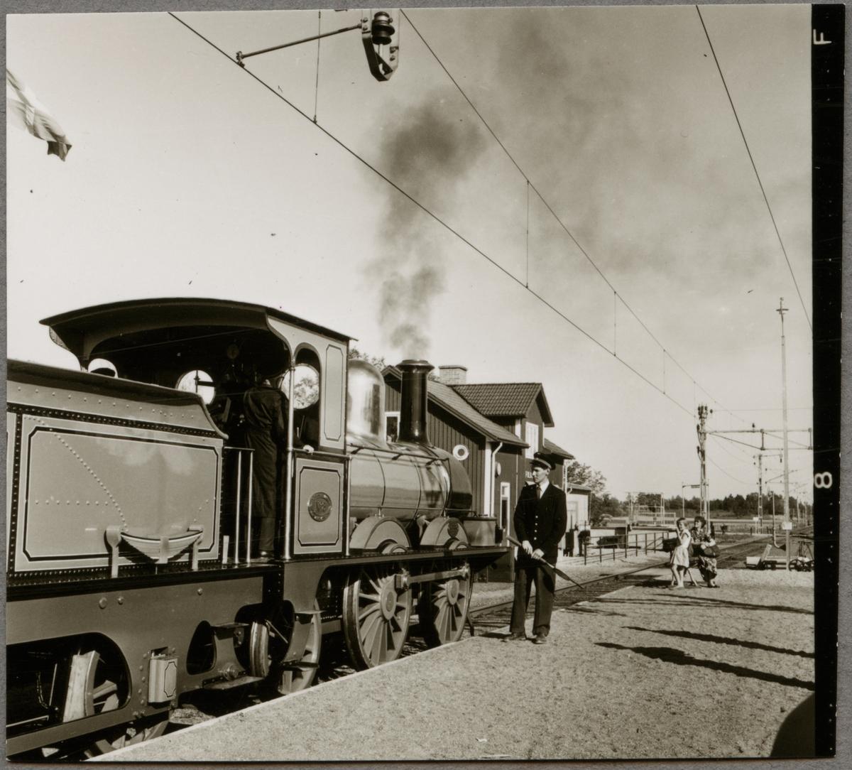 Från Trafikaktiebolaget Grängesberg - Oxelösunds Järnvägar, TGOJ:s styrelseresa maj 1956. Oxelösund - Flen - Västmanlands Järnväg, OFWJ A 8.