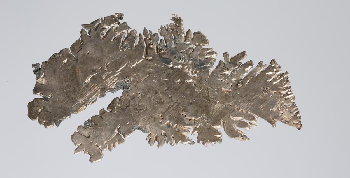 Platekrystall Vekt 18,26 g Størrelse: 7,5 x 4,3 x 0.1 cm