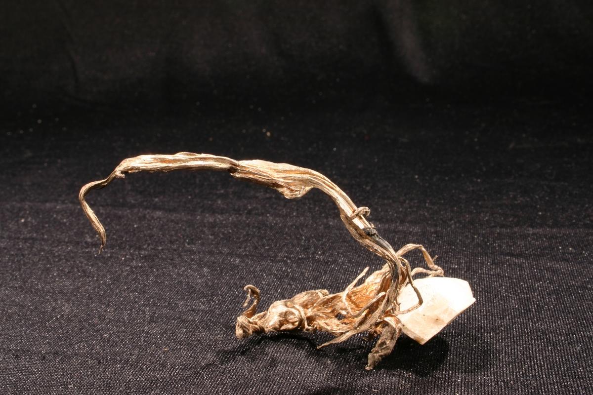 C-formet trådsølv på kalsitt-krystall Vekt: 23,03 g Størrelse: 9,2 x 5 x 3 cm