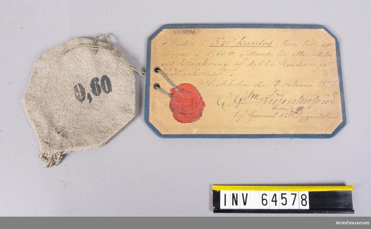 """Grupp F II. Till 10 cm framladdningskanon m/1863. 255 g. Modell å 3"""",24 kardus, tom, till laddningar á 0,60-pund, gällande till efterrättelse vid tillverkning af dylika karduser för fältartilleriet. Stockho9lm den 2 februari 1874. C. G:son Leijonhufvud, tf. Generalfälttygmästare."""