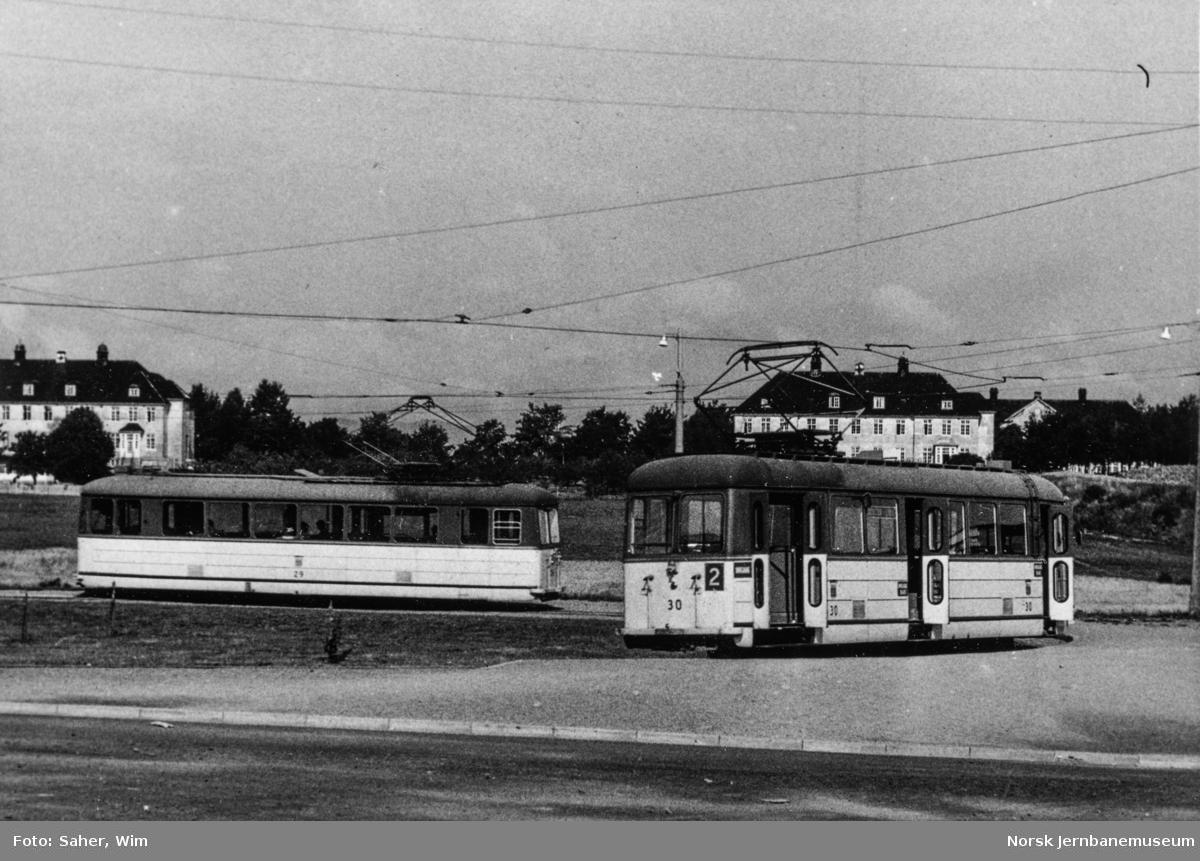Trondheim  Sporveis motorvogn nr. 29 og 30 i rute 2 Elgeseter-Lade i sløyfen ved Lade.