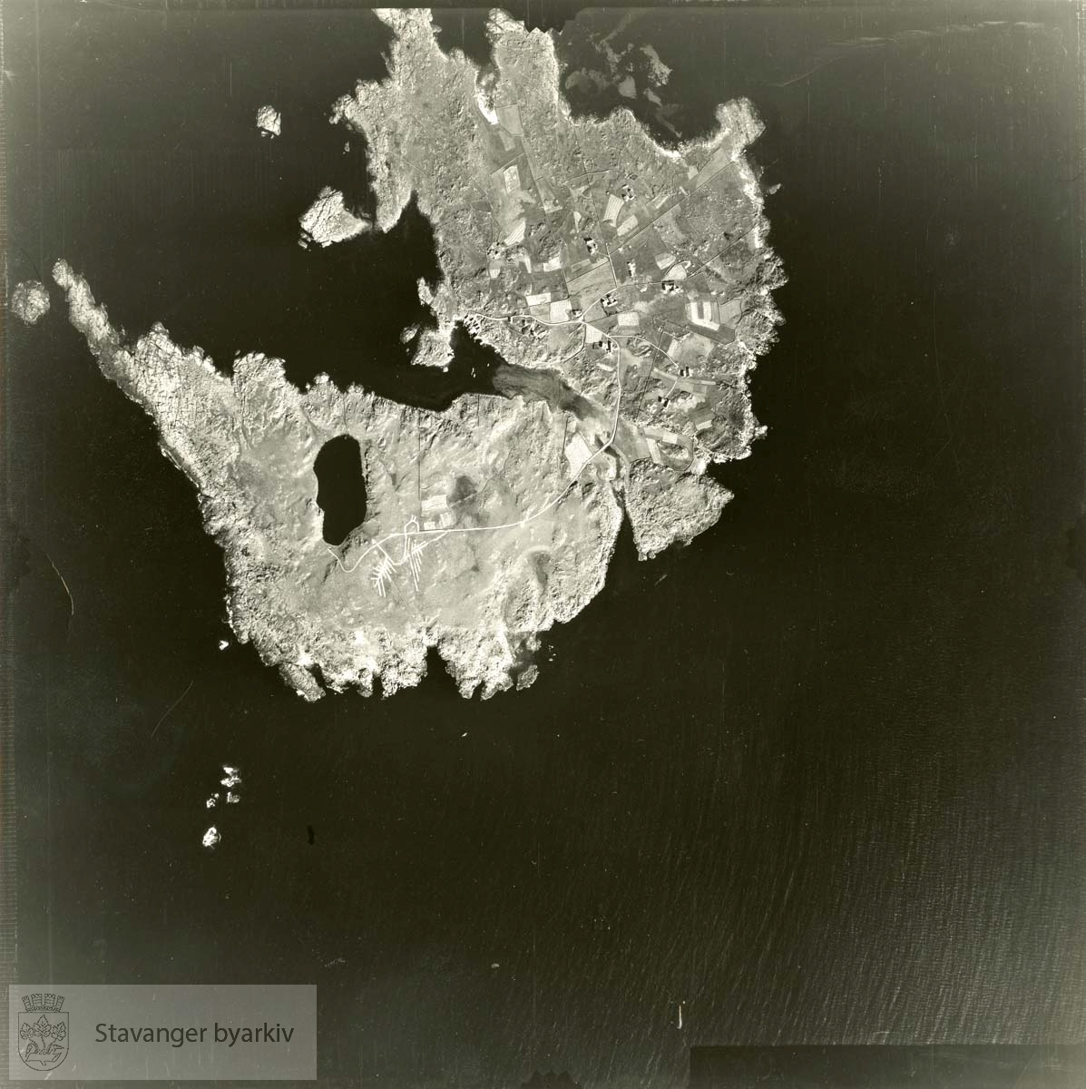 Jfr. kart/fotoplan A(I) 1/416..Se ByStW_Uca_002 (kan lastes ned under fanen for kart på Stavangerbilder)