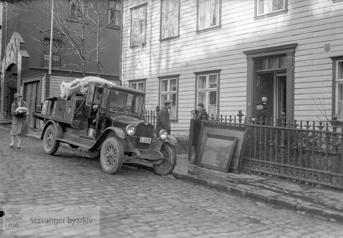 Til venstre Laugmannsgt. 1, Norges bank, tidl. Ths. S. Falck.