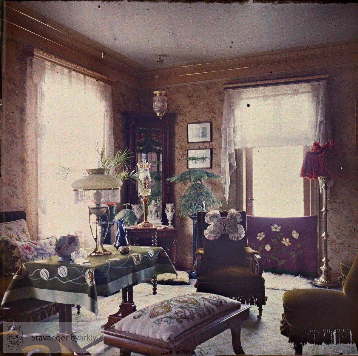 Kan dette være stuen til Wilhelm og Laura Eckhoff i Løkkeveien 54?