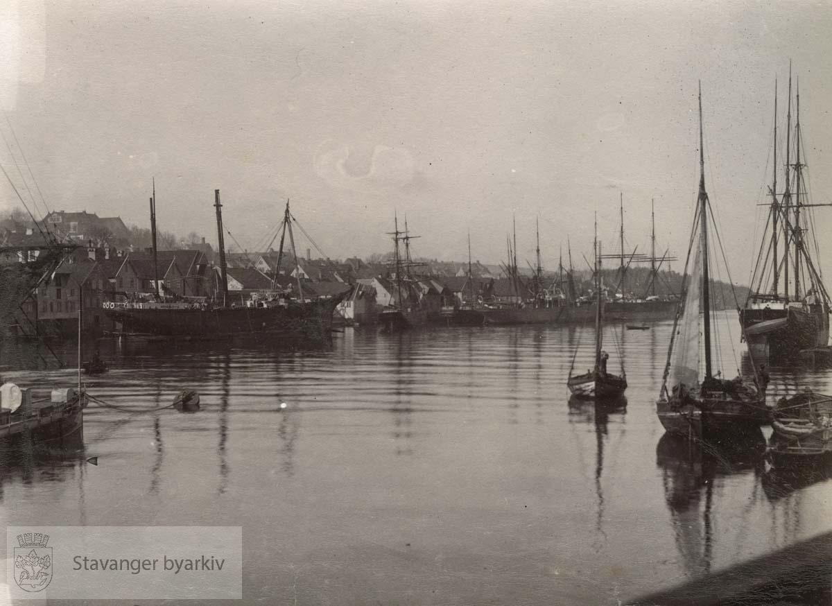 Skipene er fra venstre: Wilhelm Anton, Prof. Nordensfjord, Jacob, s/s Meta, s/s Miram, Oregon, Hans Jode