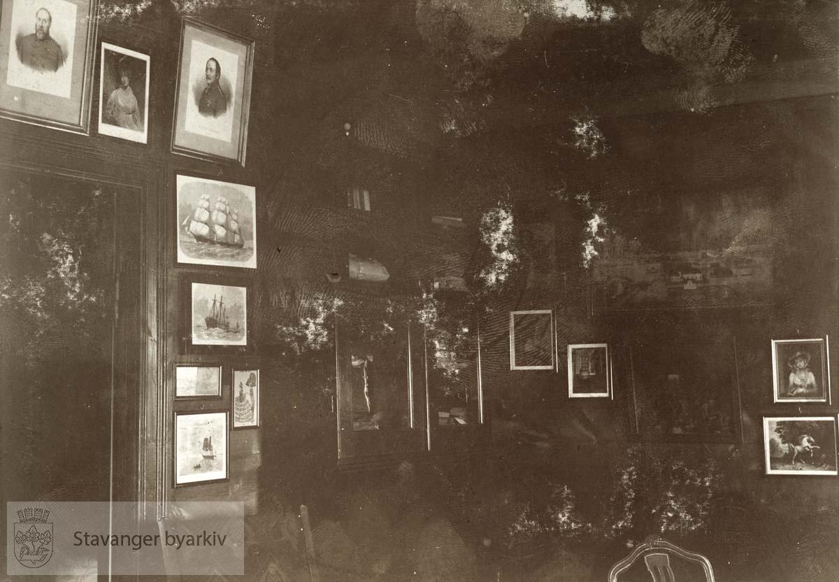 Interiør. Stuen i Langaberje på Ogna