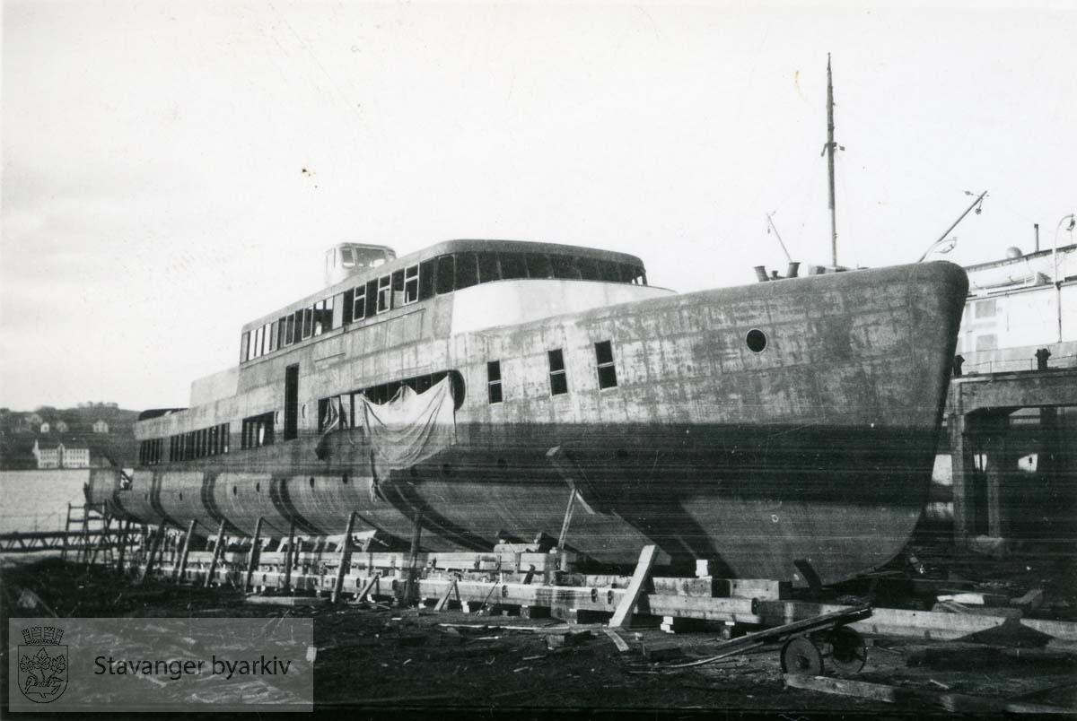 M/S Fjorddrott bygges.Rosenberg Mekaniske Verksted.Buøy