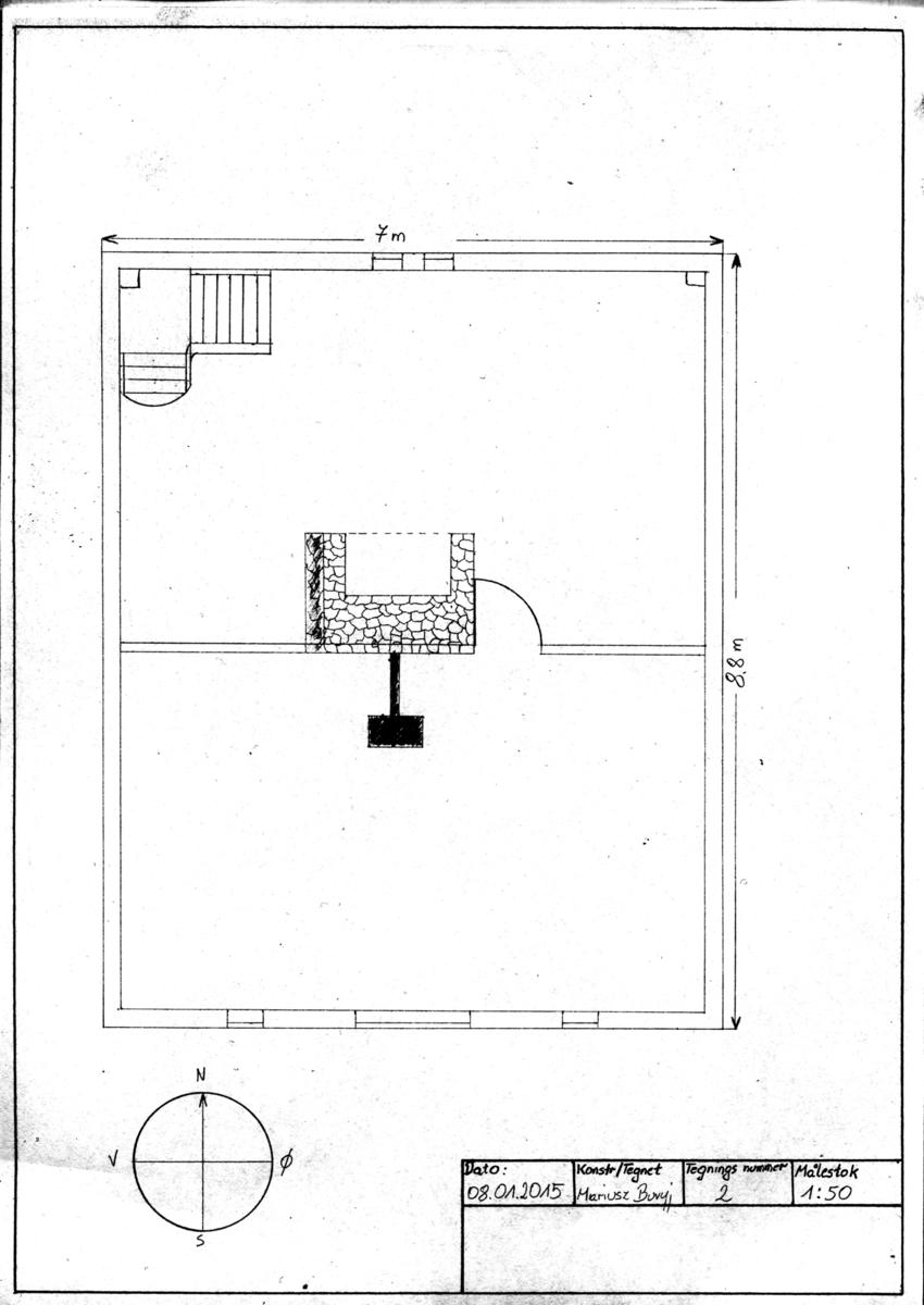 """Stue/kammers-seksjonen i Losahuset er laftet av suet plank med sinknov. Kjøkkenseksjonen derimot har en eldre konstruksjonstype. Den er grindbygget. Overdelen av """"grinden"""" sees godt i nordveggen på loftet. Den bærer taket uavhengig av veggflatene. Legg også merke til den fine sperrkonstruksjonen med ekte """"sutak"""".  Losahuset ble flyttet inn til Dokken i 1850-årene, da losfamilien bosatte seg i byen. Familien tok gjerne med seg huset sitt når de flyttet den gang. Det vitner utgangsdøren mot øst om - som var i bruk da huset hadde en annen adresse. Denne fine døren brukes nå bare til lufting slik huset ligger i dag. Kanskje kom den til nytte igjen på et nytt sted, tenkte de trolig da huset ble flyttet. Mye tyder på at familien regnet med å flytte huset på nytt om sildeeventyret skulle ta slutt og de måtte søke utkomme andre steder."""