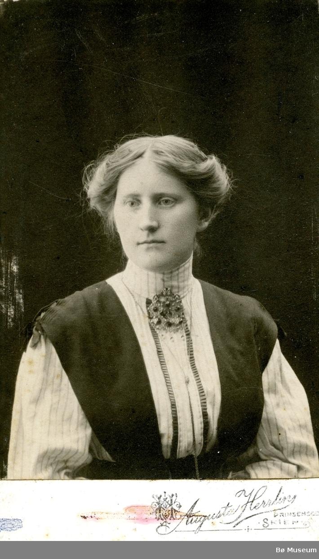Portrettfoto av Dorte Leikvang