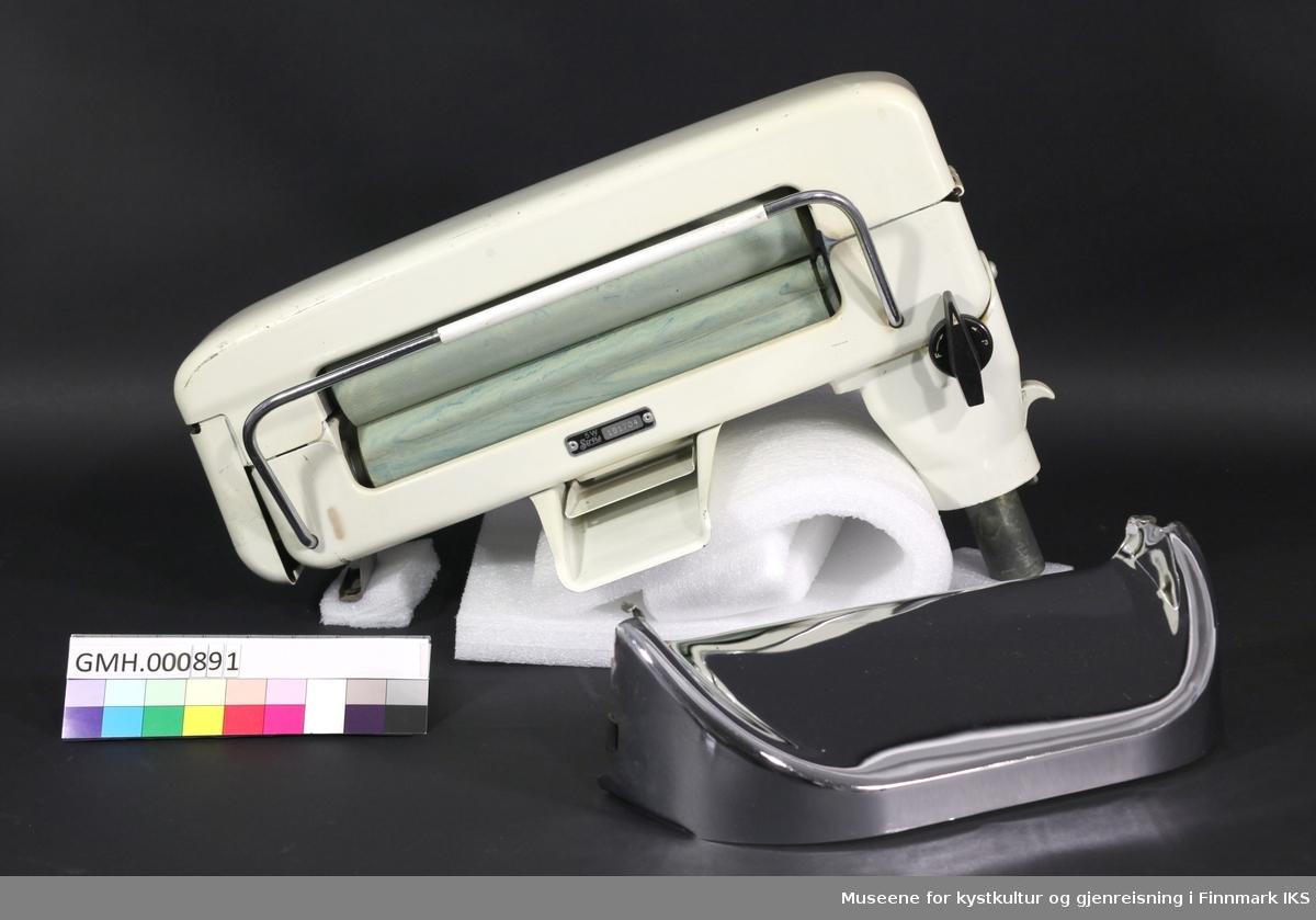 Den elektriske vridemaskinen monteres på en vaskemaskin. Trykket på gummivalsene kan justeres. Det finnes bare ett av de opprinnelig to brett som henges inn der tøyet føres inn på vasketrommelens side og der det kommer ut på bakside.