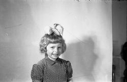 Portrett av uidentifisert jente. Seks bilder.