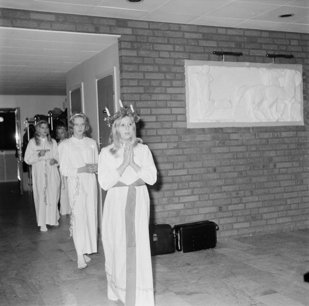 Elisabeth Eriksson, Kyrkbyns lucia årskurs 6, Uppland, december 1971