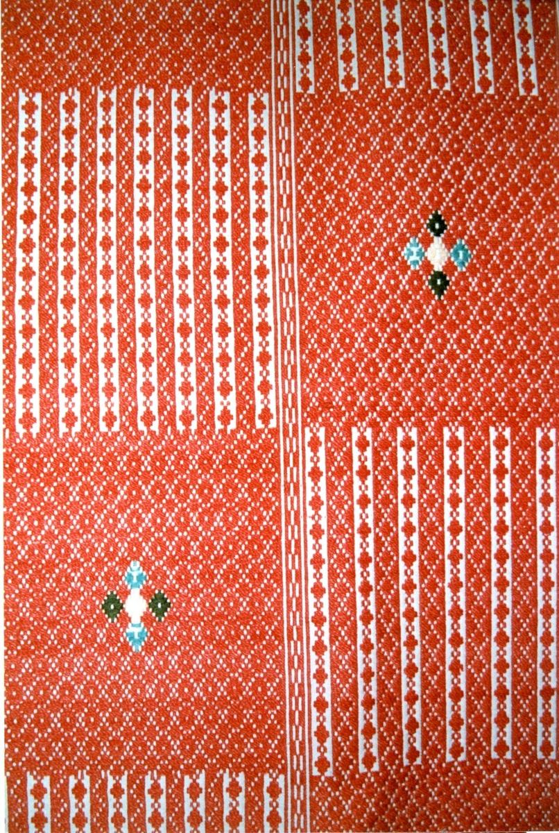 Fellåkle i skillbragd på to mønsterparti, med smett.  Tilstand: Fin, men slitt i alle fire hjørner.