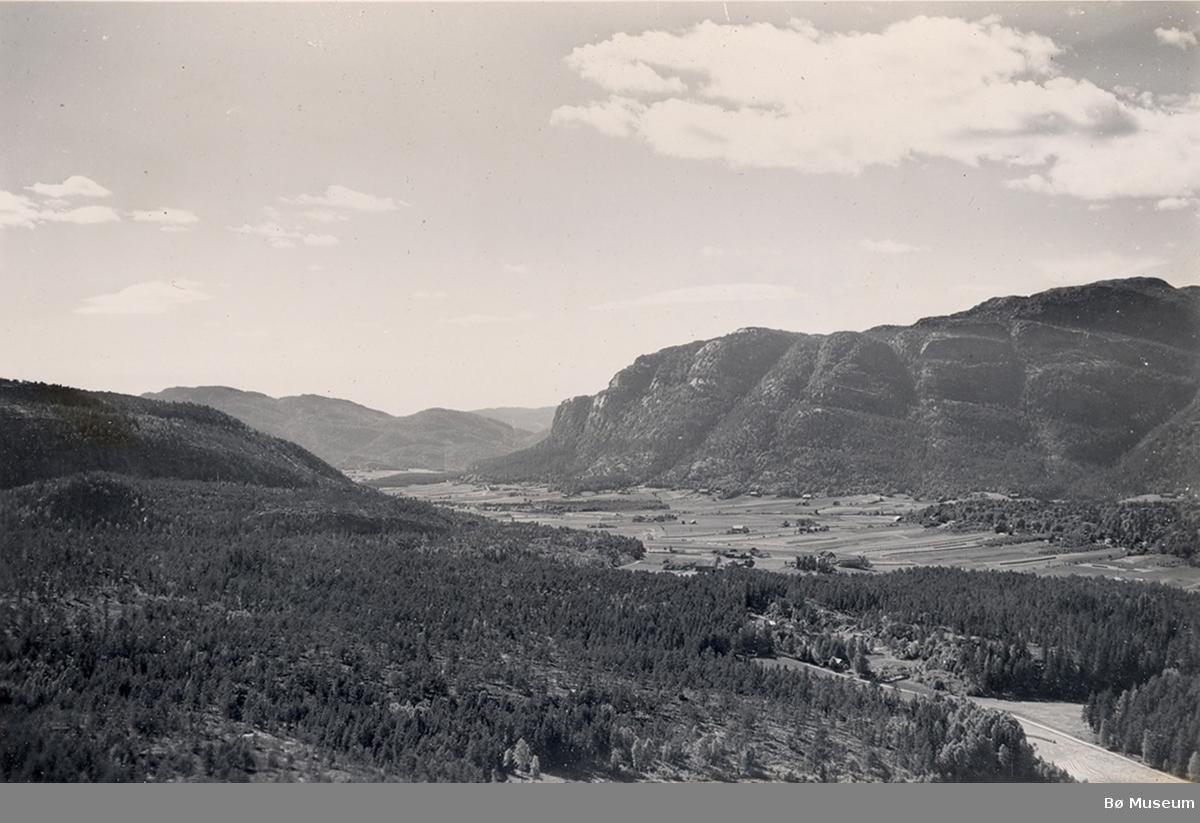 Flyfoto sett mot Øvre-Bø