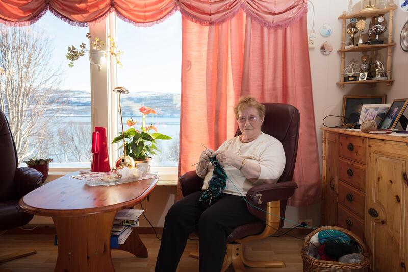 «Dossa» – Julie Salmine Pedersen, født Ytre Nordmannset, Porsanger, Finnmark, 1929. (Foto/Photo)