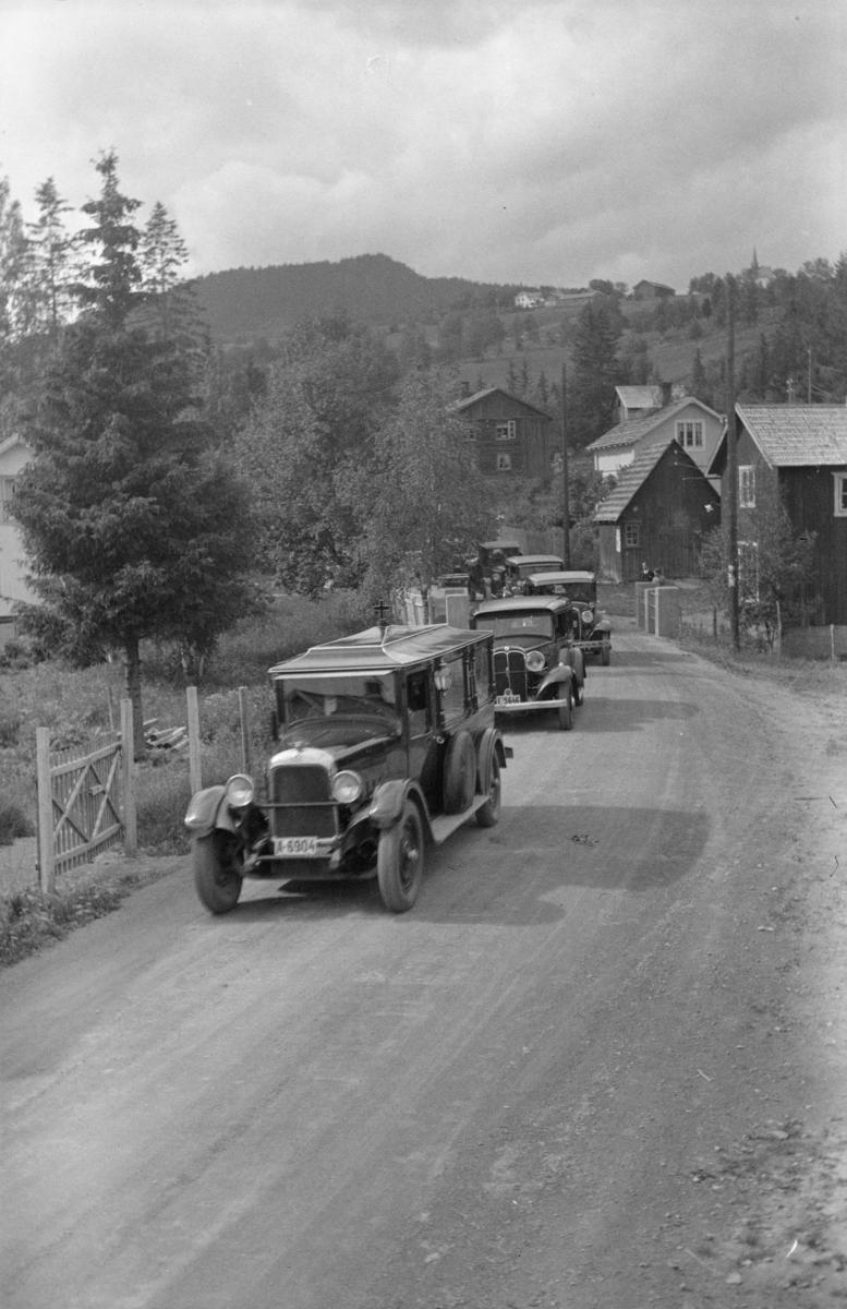 Karoline Bjørnsons bisettelse - bilkortesjen fra Aulestad til Oslo i Follebu