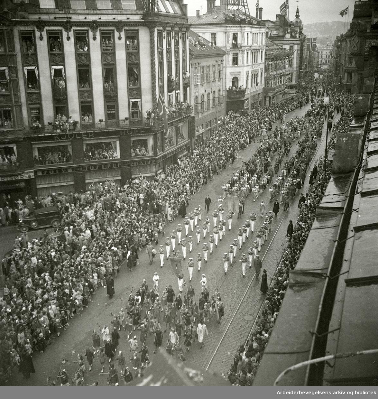 17. mai1949. Karl Johans gate.