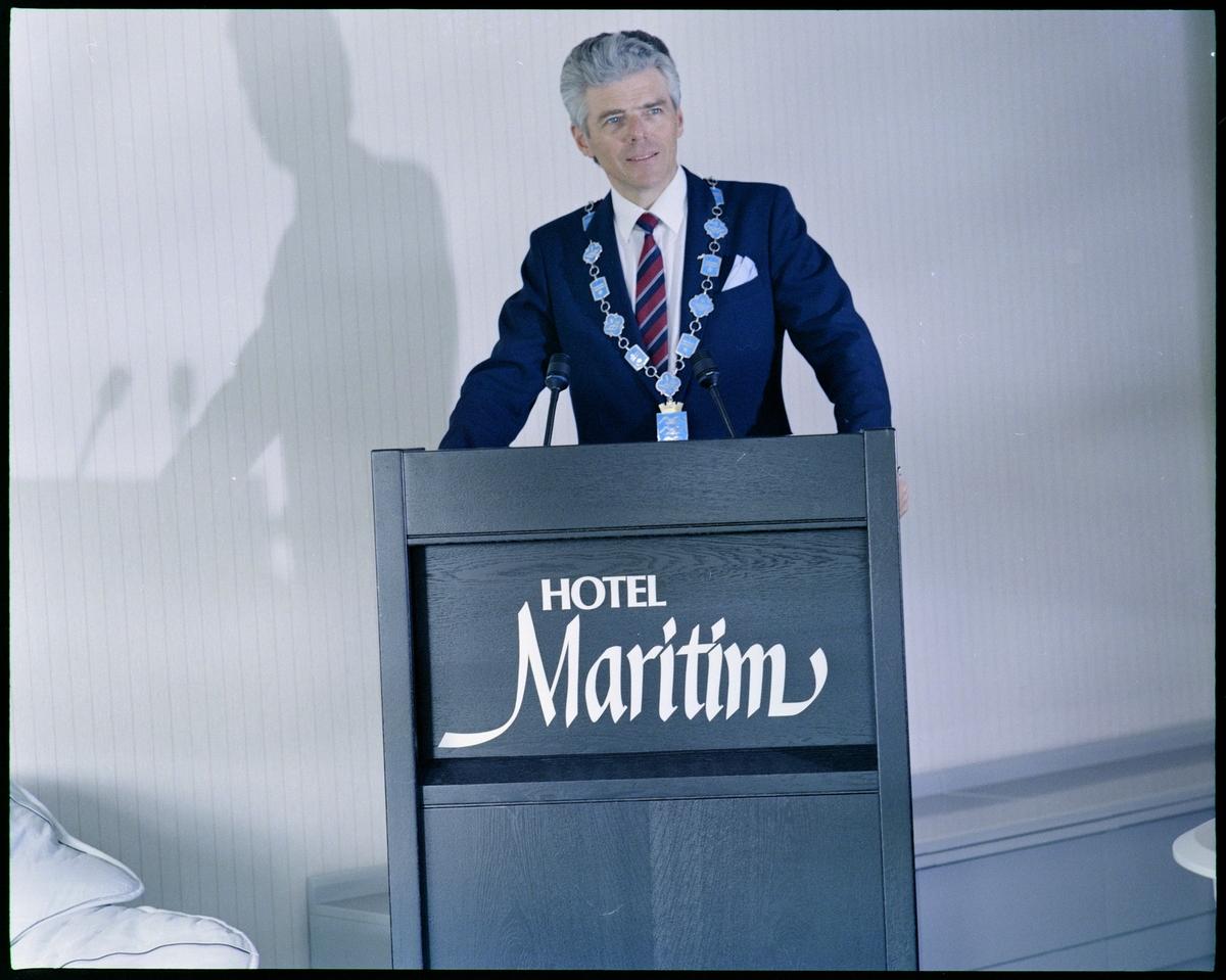 Ordfører Edvard Ringen jr. holder tale på Hotel Maritim i Haugesund.
