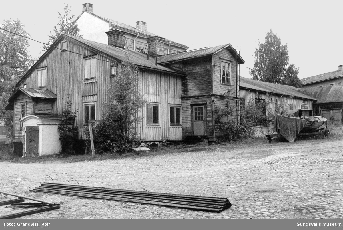 En svit bilder från den gamla bebyggelsen på Åkroken före rivningarna.
