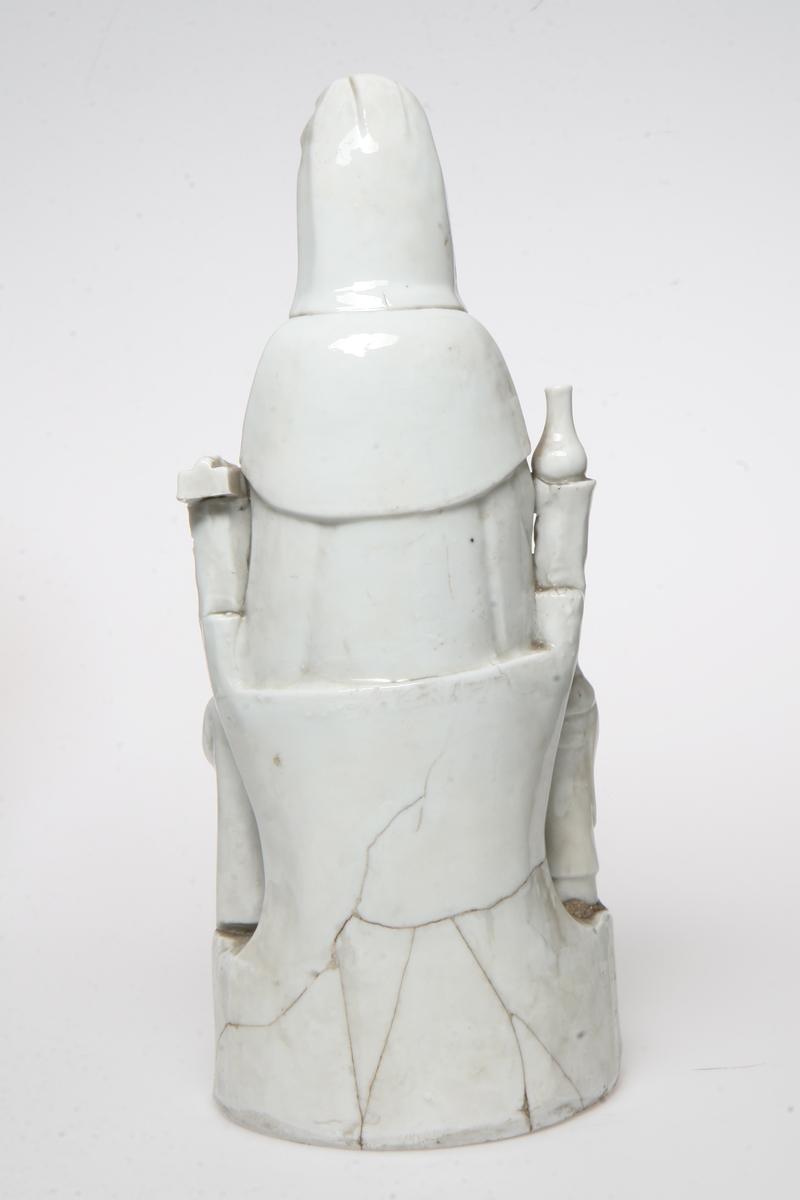 Hvit, porselen.