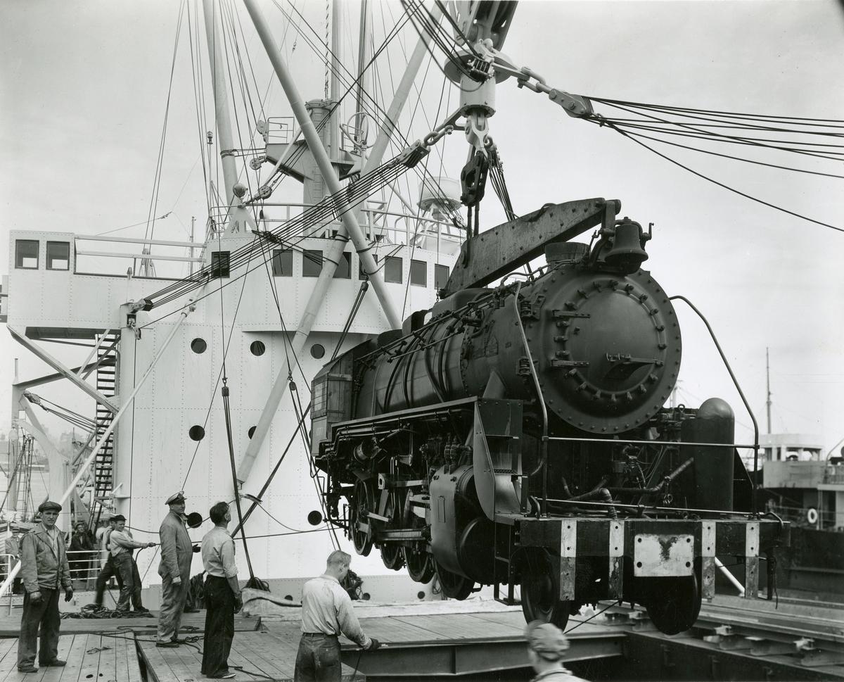 T/S 'Beljeanne' (b.1947)(Vickers-Armstrong Ltd., Newcastle), - laster lokomotiver.