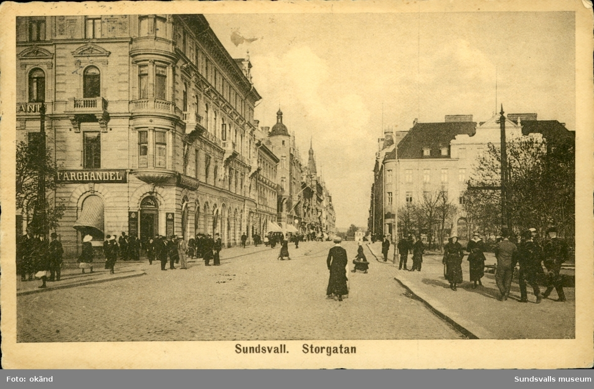 Vykort över parti av Storgatan i Sundsvall.