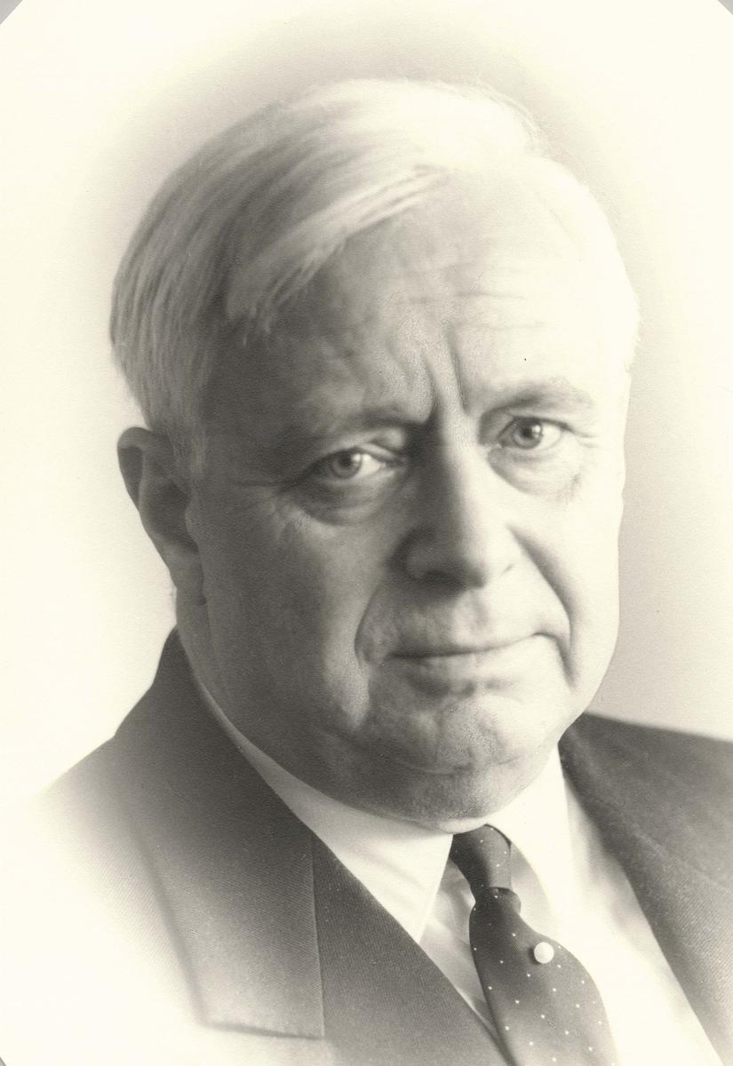 Motiv: Kapteinløytnant Langballe, Michael. - Verftsdirektør 1960-1968.