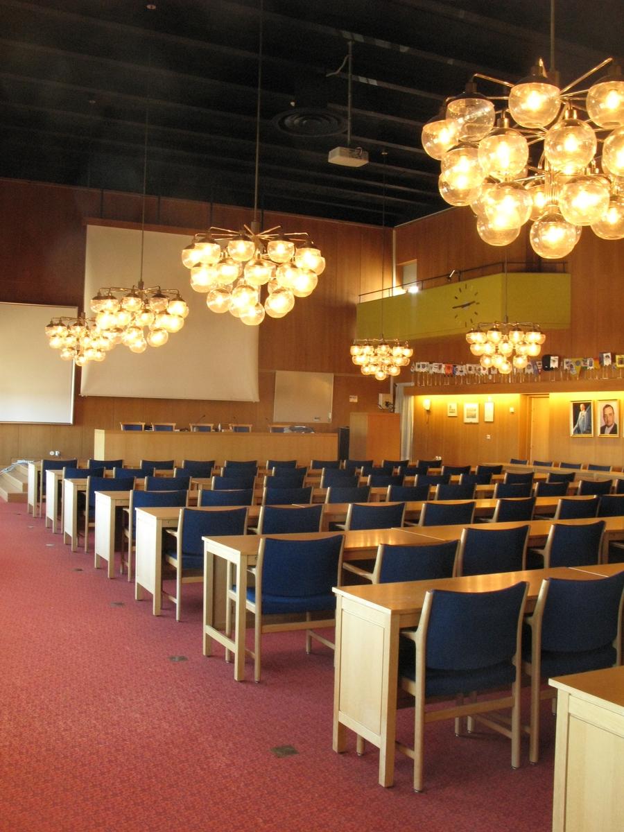 Interiör av sessionssalen i Gislaveds kommunhus.