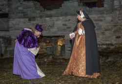 Biskop Mogens byr Jomfru Karine til dans. (Foto/Photo)