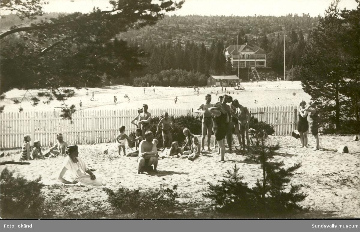 Vykort med motiv över Badhotellet vid Fläsians havsbad utanför Sundsvall.
